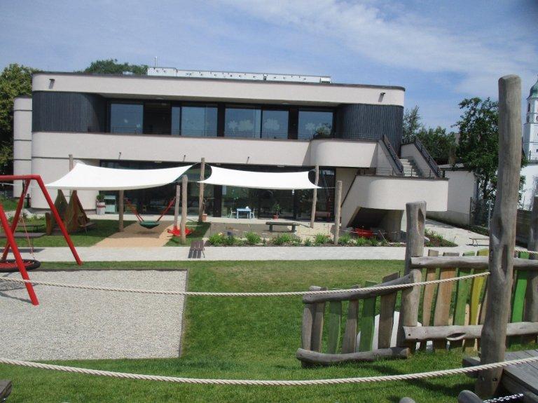 Grossansicht in neuem Fenster: Haus Kinderhaus mittendrin Affing
